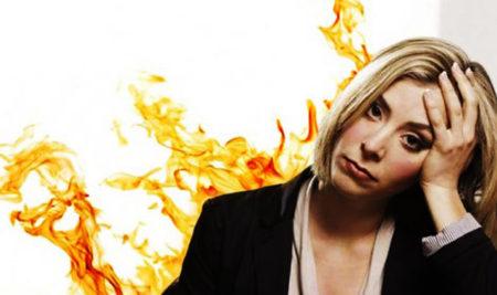 Bị nóng trong người là bệnh gì, nguyên nhân và triệu chứng?